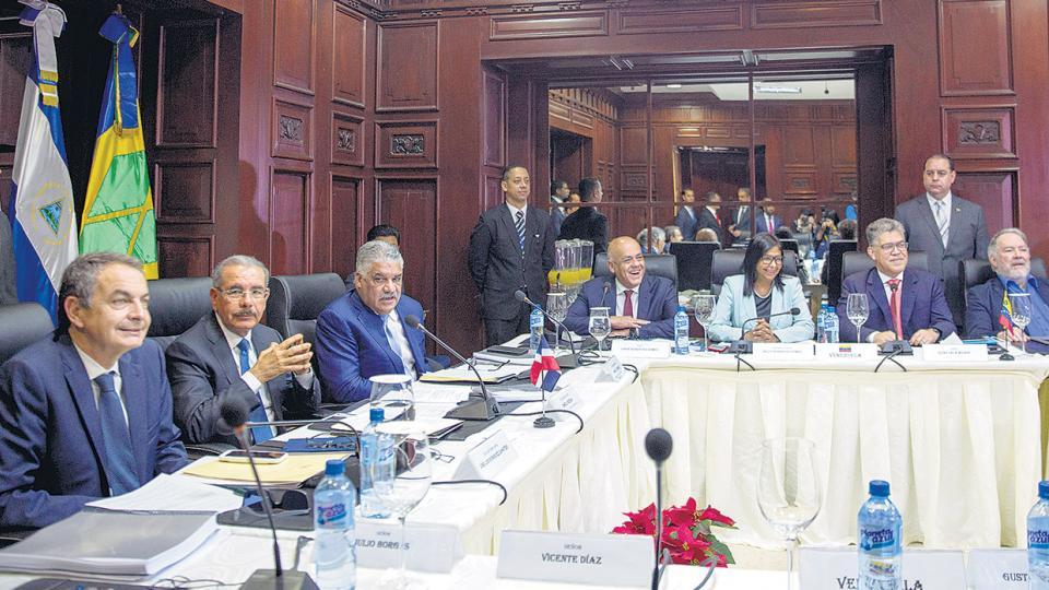 Gobierno y oposición de Venezuela negocian en Santo Domingo