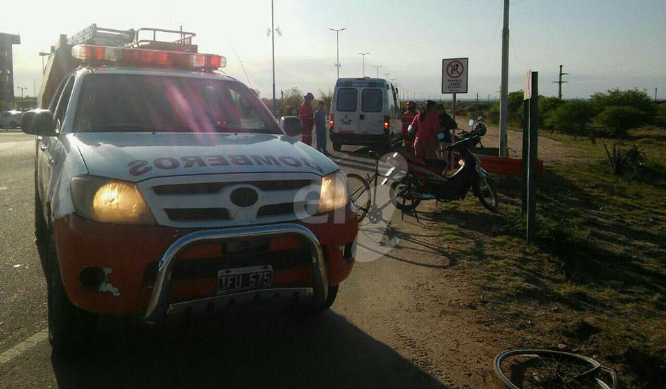 Capital: Automovilista se dio a la fuga tras atropellar a ciclista