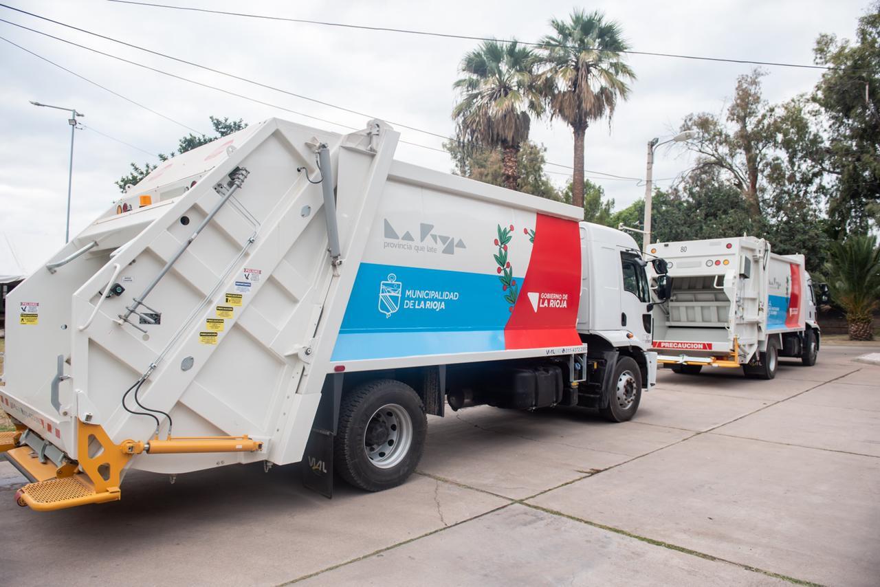 El Gobierno Provincial entregó camiones recolectores de residuos 0km para  el Municipio de Capital
